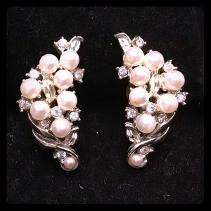 🎍VINTAGE lily of the valley clip earrings